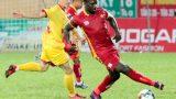 HLV Thanh Hoá tố cầu thủ Nam Định đánh nguội tiền đạo ngoại nhưng trọng tài làm ngơ