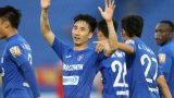 SỐC: Tiền vệ Than Quảng Ninh đánh cùi chỏ, giẫm lên đầu cầu thủ Nam Định
