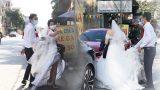 """Đúng """"phút 89"""", chú rể Bắc Ninh đành ngậm ngùi cùng cô dâu trở về nhà gái ở Hà Nội do nhà trai trong khu vực bị cách ly"""