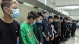 CLIP: Đang chở bạn gái, bị nhóm 17 thanh thiếu niên chém nhầm dẫn tới tử vong