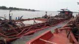 Nam Định: Bắt giữ 4 tàu siêu khủng hút trộm cát ngay gần kè biển tan hoang